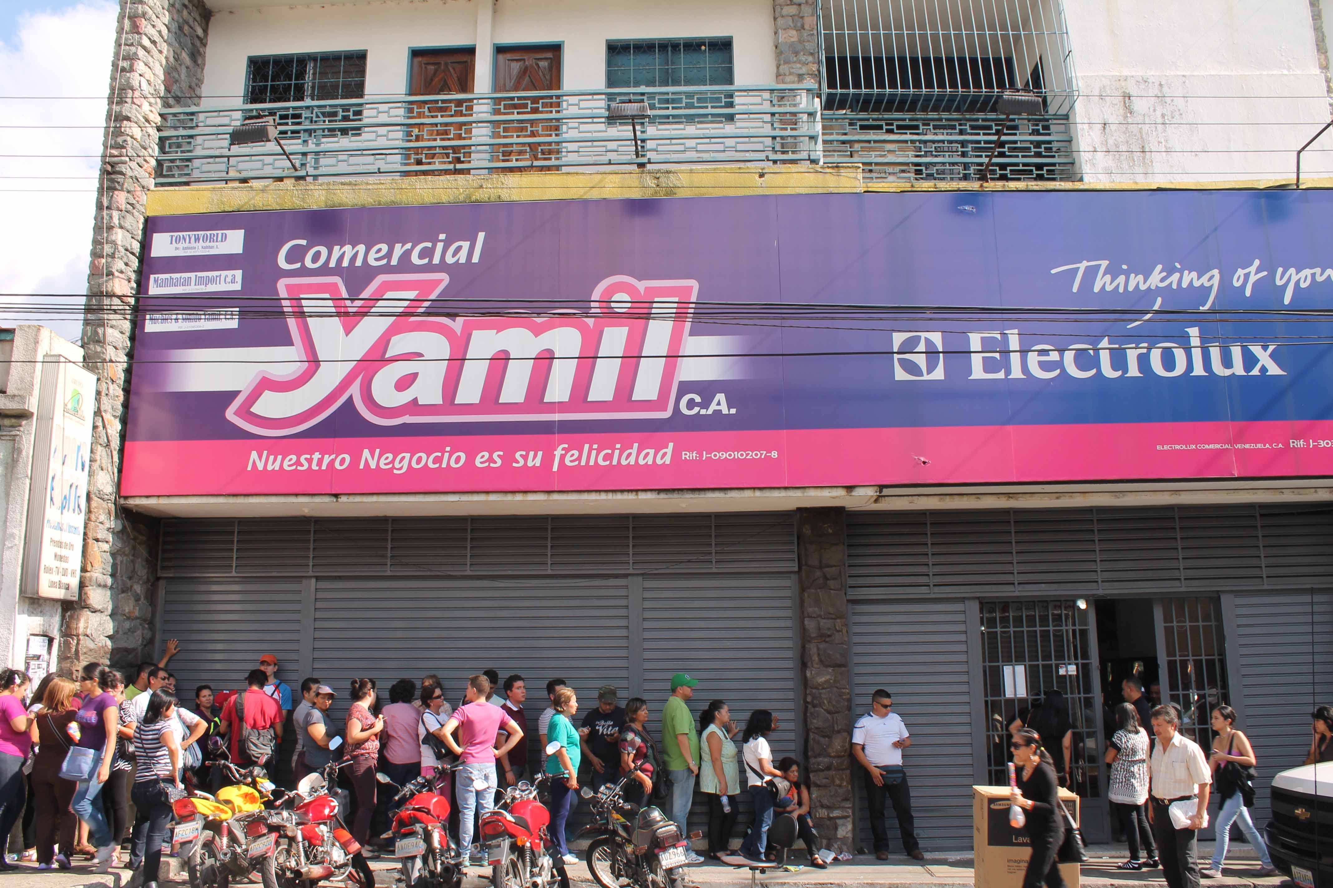 Citizens Queuing Outside Electronics Store Yamil Last Saturday In The Hope  Of Buying Reduced Price Goods (all Images Courtesy Of Harry Greatorex)