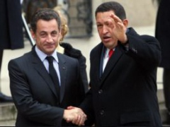 Venezuelan President Hugo Chavez meets with his French counterpart Nicolas Sarkozy in Paris on Tuesday (Henry Tesara, ABN)