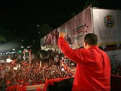 Chavez addresses a student demonstration in front of the Miraflores presidential palace. (Prensa Presidencial)