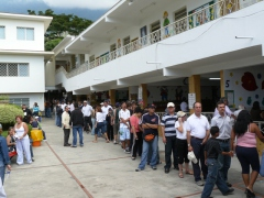 Voters standing in line in the upper middle class neighborhood of Los Palos Grandes in Caracas. (Gregory Wilpert)