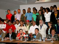 Staff and students from the Bolivarian University support the reforms (ABN)