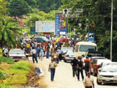Hecla mine workers block Highway 10 on May 23 calling for the Isadora mine to be nationalised (Correo del Caroni)