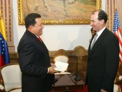 President Hugo Chavez and U.S. Ambassador to Venezuela, Patrick Duddy (Archive/Prensa Presidencial)