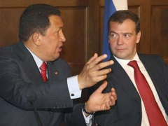 President Chávez discusses cooperation accords with Russian President Dimitri Medvedev Tuesday. (Reuters)