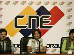 CNE President Tibisay Lucena (center) announces the first official results of the November 23 regional and local elections.