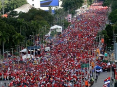 """Chavez supporters rallied in Bolivar Avenue for the """"Yes"""" vote in the constitutional amendment referendum. (AFP)"""