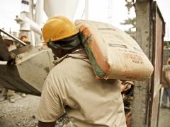 Cement worker in Venezuela (Murray Cox)