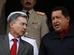 Colombian President Alvaro Uribe (Left) and Venezuelan President Hugo (YVKE/David Fernandez)