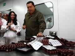 President Hugo Chavez in the new pharmaceutical production center on Sunday (Prensa Presidencial)