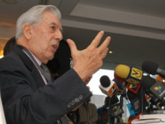 Peruvian author Mario Vargas Llosa at the CEDICE conference in Caracas (El Nacional)