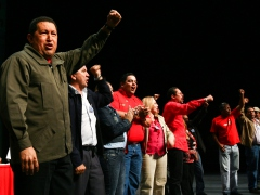 President Chavez and national teacher union representatives during a ceremony on Tuesday (Prensa Presidencial)