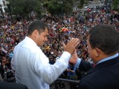 Venezuela's Hugo Chavez and Ecuador's Rafael Correa in Independencia Square, Quito (Presidencia del Ecuador)