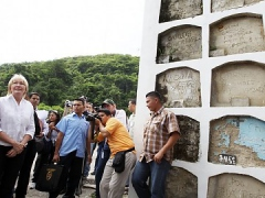 Attorney General Luisa Ortega (at left) during a visit to a Caracas cemetery last week (RNV)
