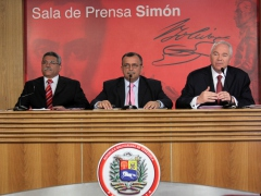 Electricity Minister Angel Rodriguez (left), Vice President Ramon Carrizalez, and Energy and Petroleum Minister Rafael Ramirez in a press conference on Wednesday (ABN)
