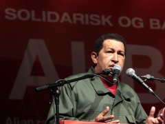 President Hugo Chavez speaks to social movement leaders in Copenhagen on Thursday (YVKE)