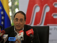 Education minister Hector Navarro in the press conference yesterday (ABN)