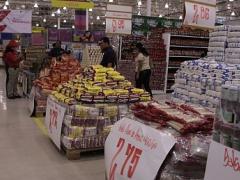 """A """"Bicentenary Hypermarket"""" (Leila Saab/ Marcelo García / Prensa Presidencial)."""
