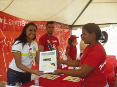 Fundacomunal handing out resources to communal councils (CiudadCCS)