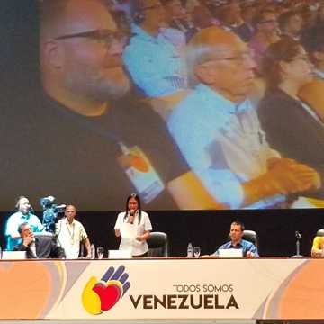 Delcy Rodríguez addresses international delegates and Venezuelan social movements