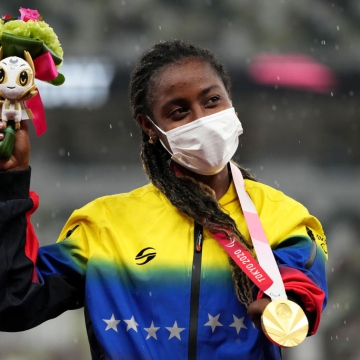 Sprinter Lisbeli Vera hung Venezuela's second gold medal in the 100-meter dash with a time of 11.97 seconds. She competed in the T47 category for athletes with unilateral upper limb impairment. (Twitter / @juegosolimpicos)