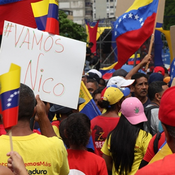 Marchers in May Day mobilization expressed support for Maduro in upcoming elections (Credit:  Eduardo Viloria Daboín/CBRZ.org)