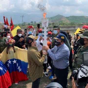 """A """"Historic Route"""" recreated the two-centuries-old path taken by Bolívar's forces all the way to the Carabobo Battlefield. (Últimas Noticias)"""