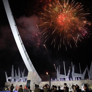 "President Maduro inaugurated the ""Bicentenary Monument"" in Libertador Municipality, Carabobo state. (Prensa Presidencial)"