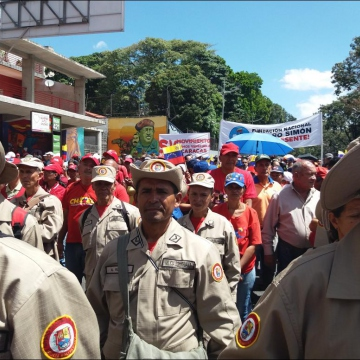 The popular defense Bolivarian Militia gathered at the head of the march (Ricardo Vaz)