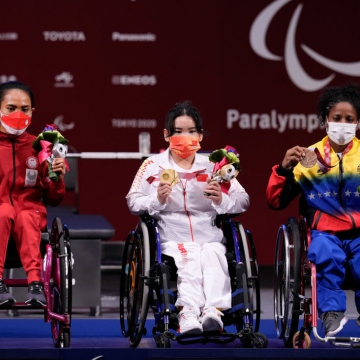 Clara Fuentes earned the country's first bronze on August 26 in the Paralympics. She competed in women's 41 kg powerlifting and registered a 97 kg mark. (Twitter / @juegosolimpicos)