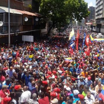 Chavistas gather outside Miraflores Palace