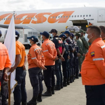 Members of Venezuela's Simón Bolívar Humanitarian Task Force prepare to board a plane to travel to Haiti to aid in rescue and recovery efforts after a 7.2 magnitude earthquake struck the country. (@CancilleriaVE / Twitter)