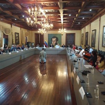 A selection of international delegates were addressed by Foreign Minister Jorge Arreaza in the ministry's Yellow House building. (Paul Dobson / Venezelanalysis)