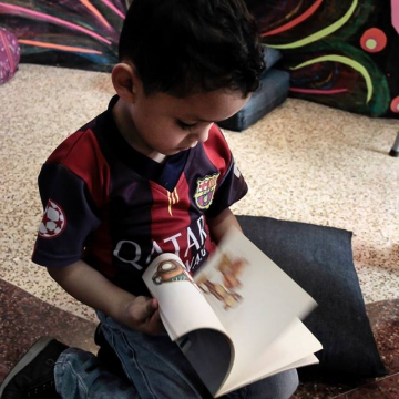 A Caracas child enjoys the pleasures of a book