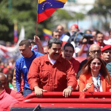 Maduro was accompanied by his wife, Cilia Flores, and leading members from the Socialist Unified Party (Presidential Press)