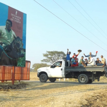 Arriving in El Maizal in Lara State. The Productive Workers' Army led a productive battle in El Maizal Commune, Feb 4 through 9. (Jota, Terra TV)
