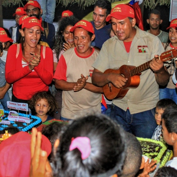 Anniversary of El Maizal Commune: Birthday cake for all