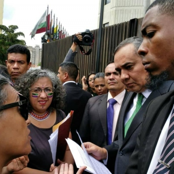 President of the Venezuelan Supreme Court Maikel Moreno receives demands of feminist movements for justice for victims of femicide.  (Ketsy Carola)