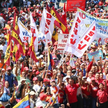 The large march included a number of leftist political parties, including the ruling Socialist Unified Party (PSUV), as well as grassroots movements and workers' organisations. (Alba Ciudad)
