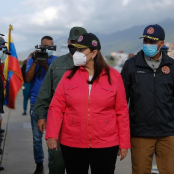Venezuelan Vice-President for Citizen Security Carmen Meléndez reviews the troops and equipment bound for Haiti. (@gestionperfecta / Twitter)