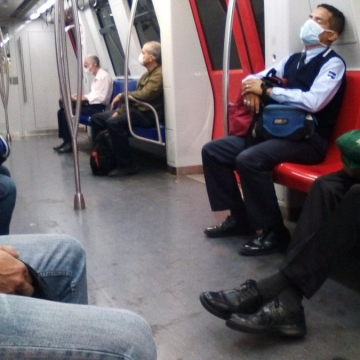 On Tuesday night, the government declared that mass state-run transport, including the Caracas Metro, would only be accessible for healthcare and security workers, and with obligatory facemasks worn. (@VzlaCovid19 / Twitter)