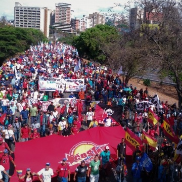 The banner of the Bolivarian Socialist Confederation of Workers (CBST) trade union flew on the march. (Katrina Kozarek)