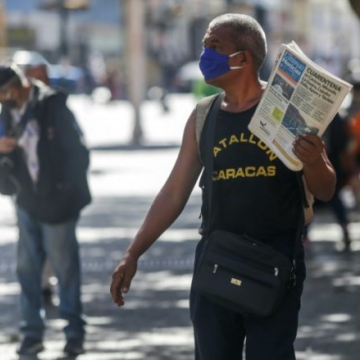 The press has been urged to help inform Venezuelans about the correct methods to take. (Cristian Hernandez / AFP)