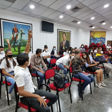 Party members take part in an assembly known as Bolívar Chávez Battle Units (UBCh) in the state of Apure (@WILMERLOSLLANO1 / Twitter)