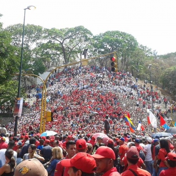 May Day march in support of Maduro in El Calvario Caracas (Credit: Ricardo Vaz/Investig'Action ENG)