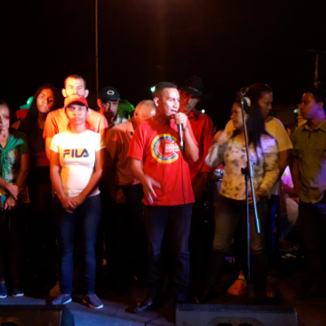 "Sandino Primera and the Committee for the Defense of Cerro La Vieja closed the concert singing ""Coquivacoa,"" a song by Ali Primera (Jhosy Coronado)"