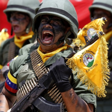 Venezuelan soldiers shout in unison during the march (Axis of Logic)