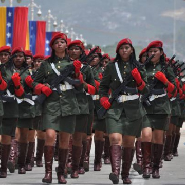 Women of the National Bolivarian Armed Forces (FANB) in the civic-military parade to mark the bicentenary today (Loel Henríquez)