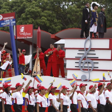 A PDVSA float at the parade (PDVSA)