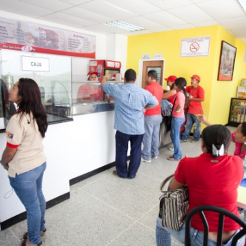 Low-cost food outlets, inculding this Arepera Venezuela, are part of the Caribia City layout (Correo del Orinoco).