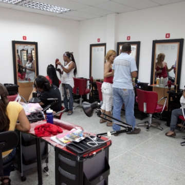This hair parlor provides both employment opportunities and quality of life services within Caribia (Correo del Orinoco).